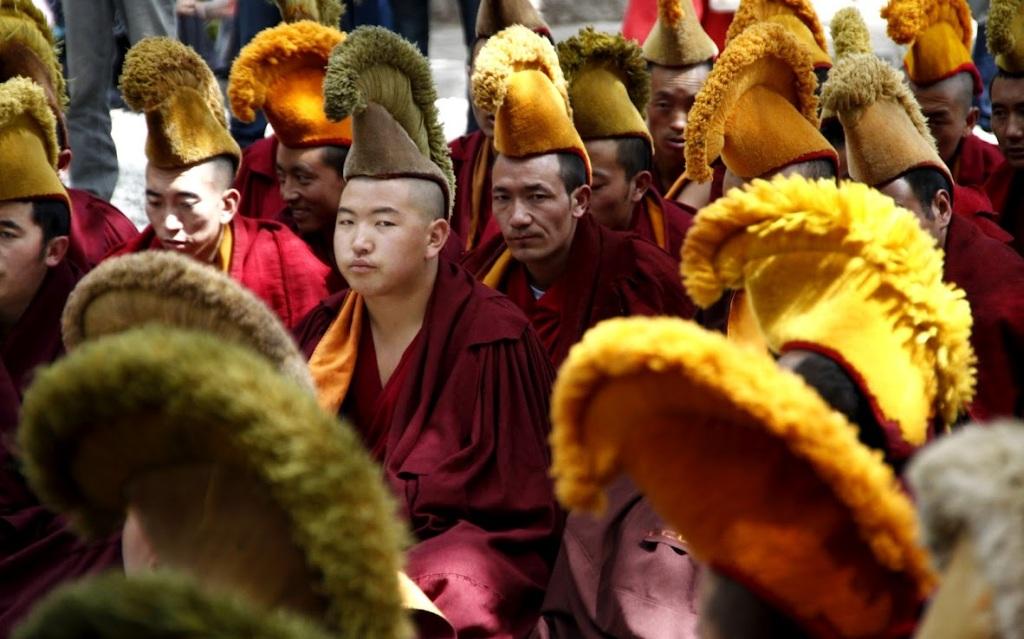 Monjes-tibetanos-en-el-monasterio-de-Sera-en-Lhasa